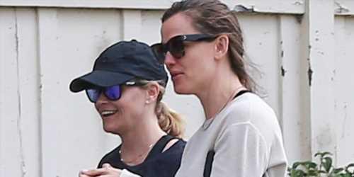 Reese Witherspoon & Jennifer Garner Go Hiking Together