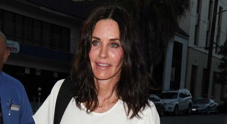 Courteney Cox Meets Up with Friends for Dinner at Craig's