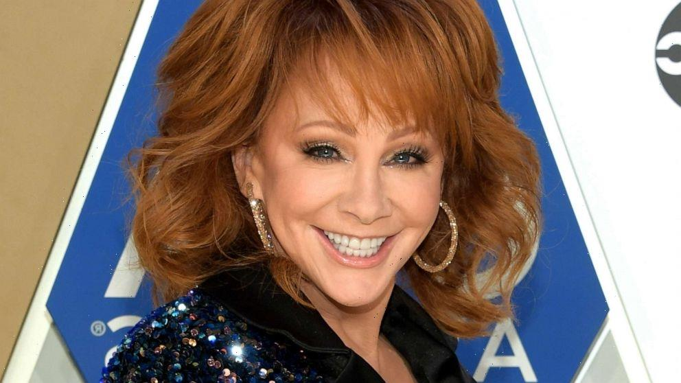 Reba McEntire takes on TikTok trend in epic video with her donkeys