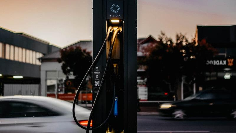 5000 free fast electric car chargers to be built around Australia