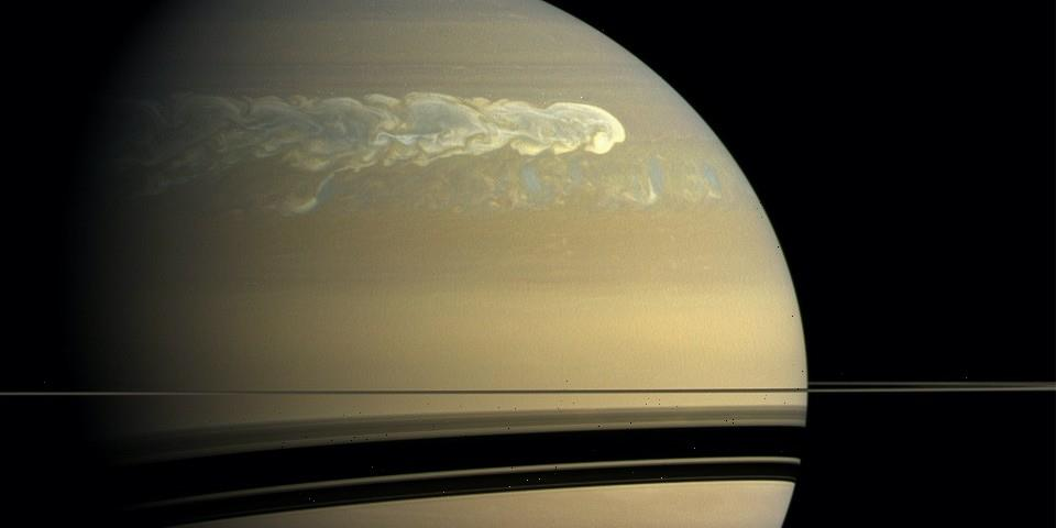 """NASA Spacecraft Reveal That Saturn Has a """"Fuzzy"""" Core"""
