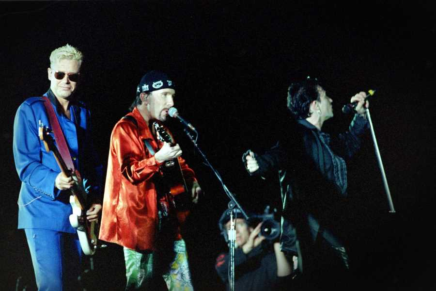 Flashback: U2 Cover 'Dancing Queen' With ABBA's Bjorn and Benny
