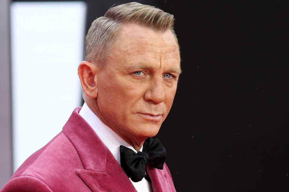 Daniel Craig explains why he prefers to go to gay bars